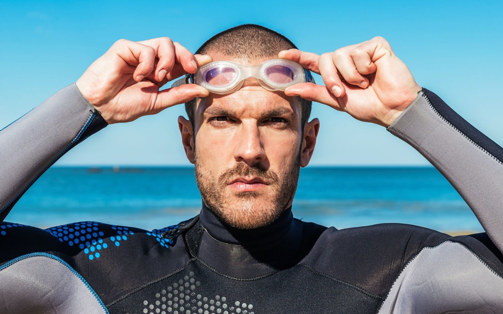 Do Surfers Wear Goggles
