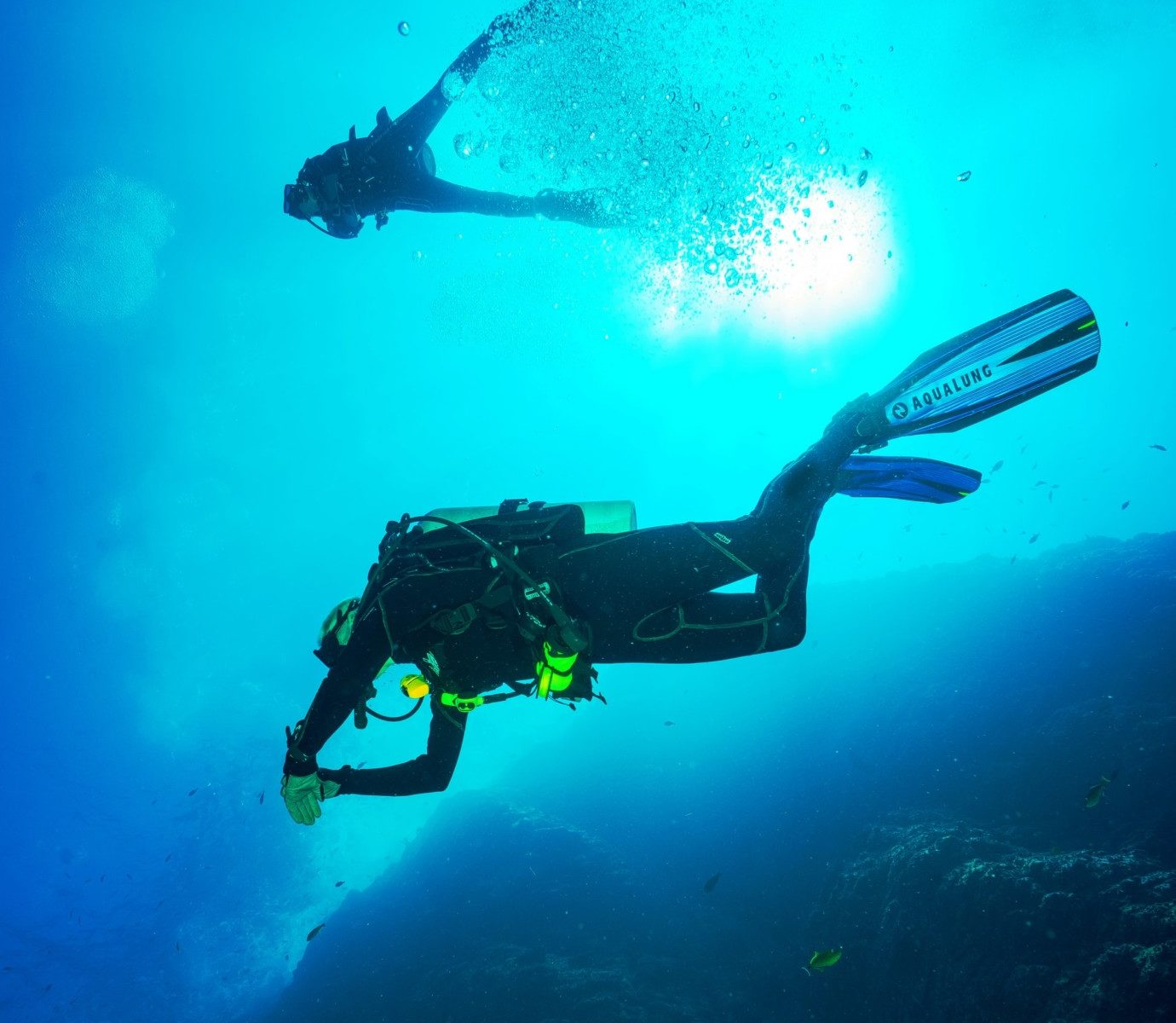 How Do Scuba Divers Sink and Float